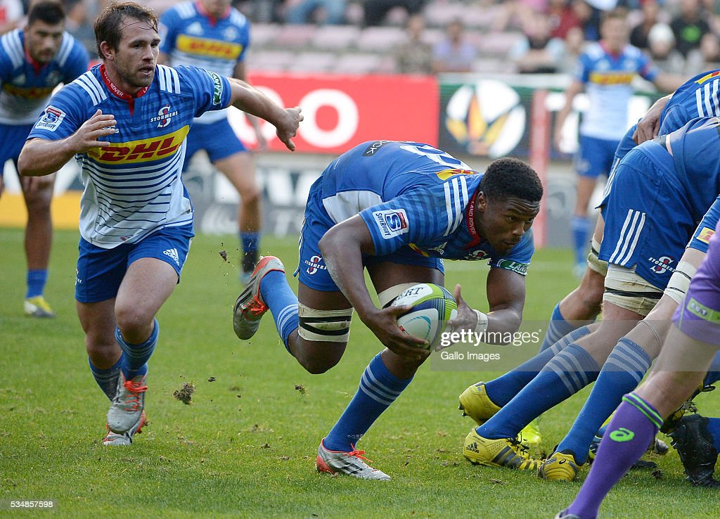 Sikhumbuzo Notshe of the Stormers in action during the Super Rugby match between DHL Stormers and Toyota Cheetahs at DHL Newlands on May 28, 2016 in Cape Town, South Africa.