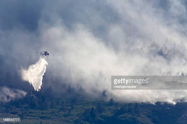 Sikorsky hélicoptère gouttes d'eau incendie de Colorado Springs