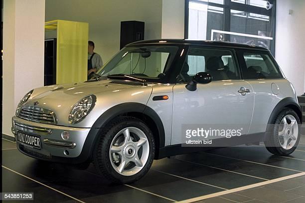 Silberner ''Mini Cooper'' von BMW Kleinwagen