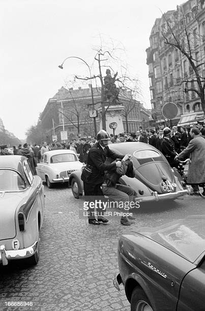 Silent Demonstration Against The Bloody Repression Of The Fnl Demonstration Of October 17Th 1961 Paris novembre 1961 une manifestation est organisée...