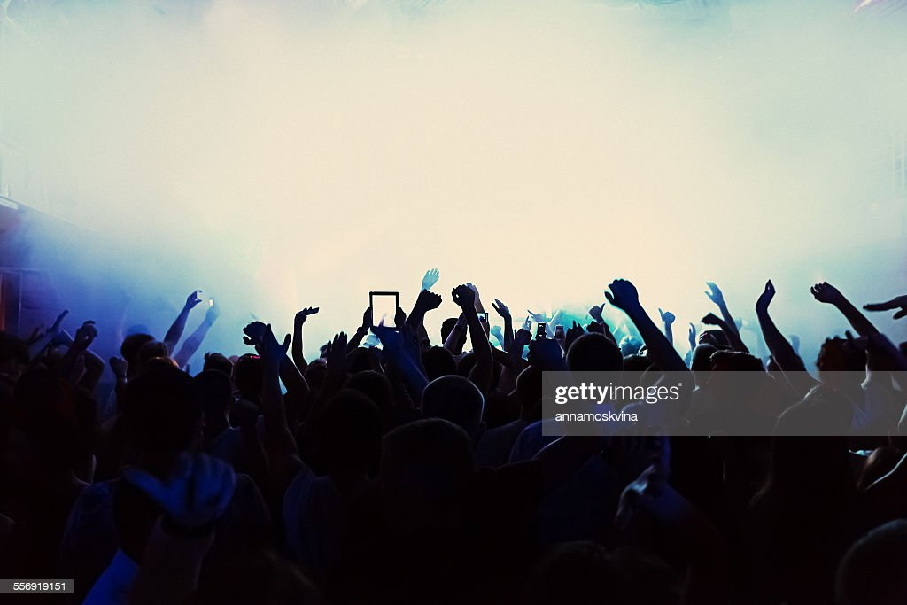 Silhouette of a crowd at a concert : Photo