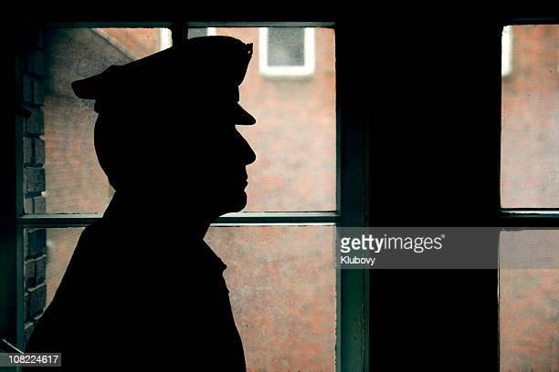 Silueta de una prisión/policía warden