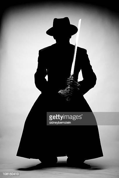 Silhouette d'un homme tenant Ninja épée avec nain carrés