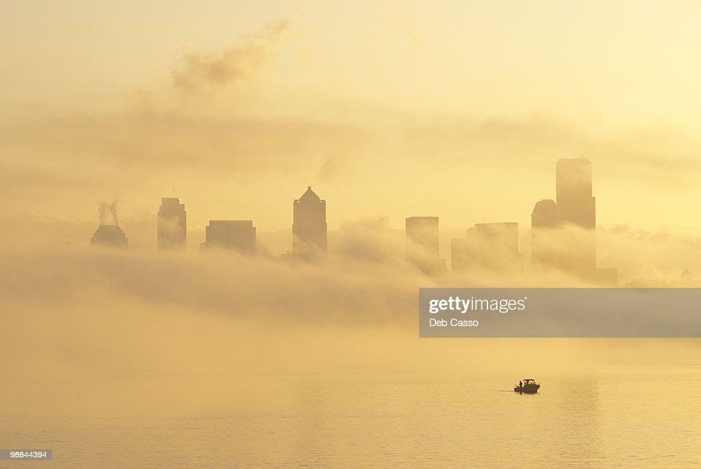 Silhouette of Seattle highrises through fog, Washington : Stock Photo