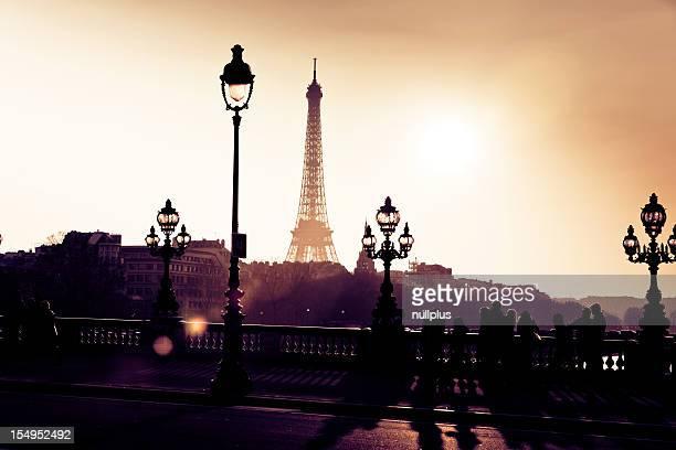 silhouettes de dans les rues de paris
