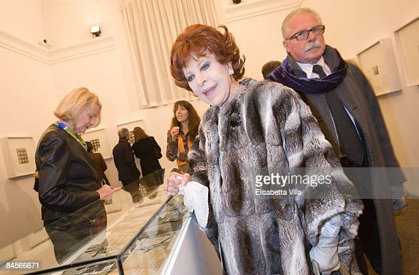 Silvana Pampanini looks at photographs during the opening of Richard Avedons exhibition at Villa Medici on January 30 2009 in Rome Italy