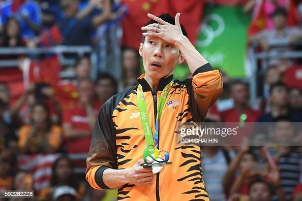 Silver medalist Malaysia's Lee Chong Wei pose with their medal following the men's singles Gold Medal badminton match at the Riocentro stadium in Rio...