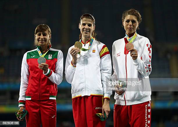 ¿Cuánto mide Ruth Beitia? - Altura - Real height Silver-medalist-mirela-demireva-of-bulgaria-gold-medalist-ruth-beitia-picture-id592608186?s=612x612