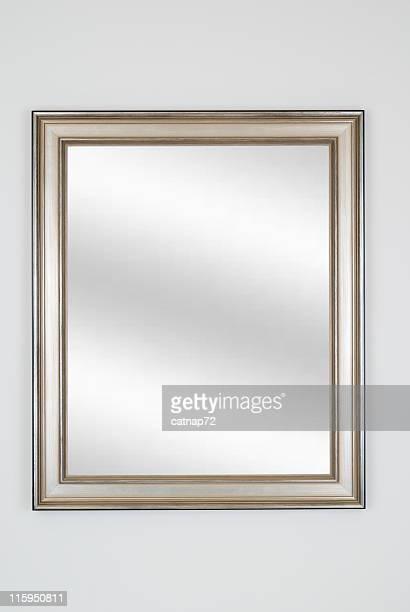 Silber Bilderrahmen mit Spiegel und weißem Isoliert