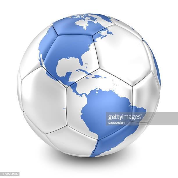 Pelota de fútbol plata con mapa tierra azul