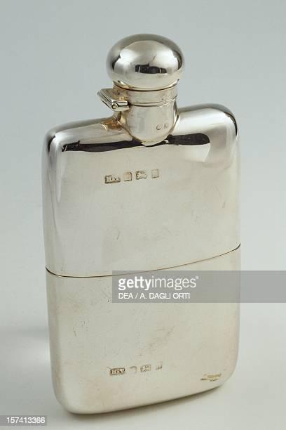 Silver whiskey flask Birmingham 1903 Hilliard and Thomason silversmith England 20th century
