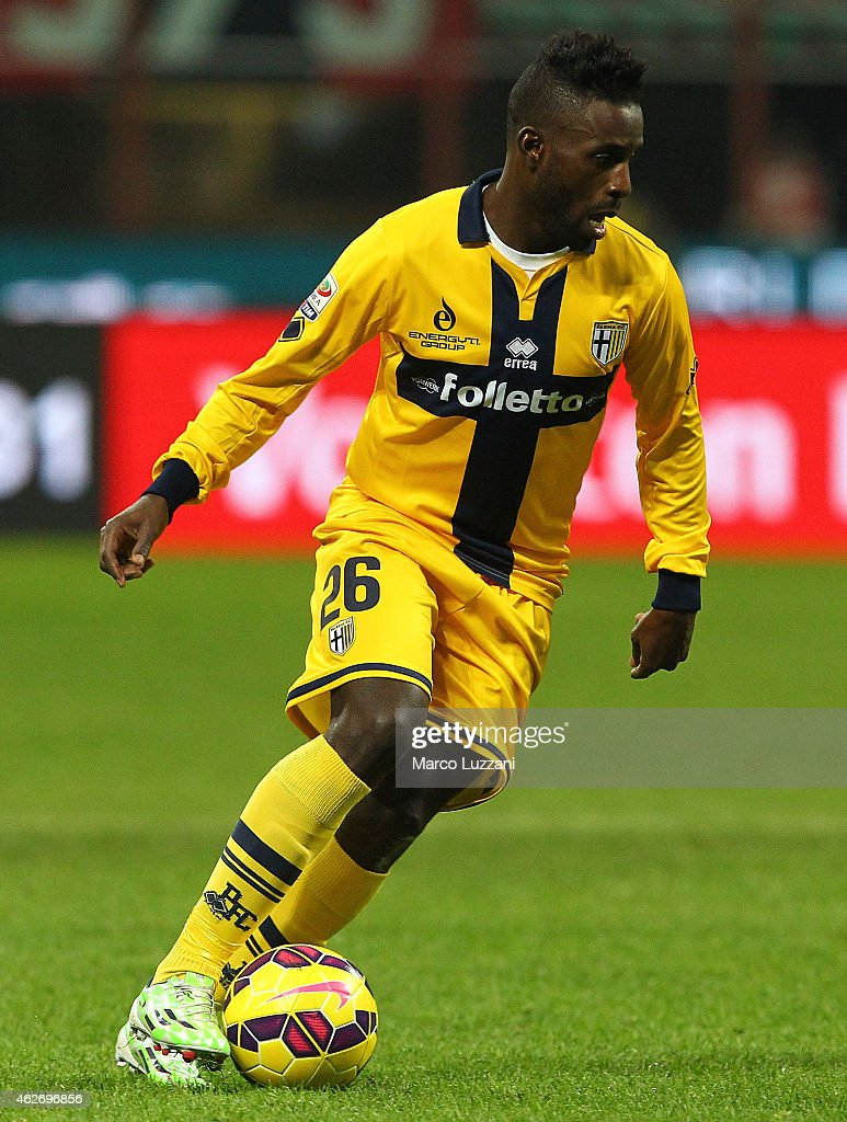 <a gi-track='captionPersonalityLinkClicked' href=/galleries/search?phrase=Silvestre+Varela&family=editorial&specificpeople=607288 ng-click='$event.stopPropagation()'>Silvestre Varela</a> of Parma FC in action during the Serie A match between AC Milan and Parma FC at Stadio Giuseppe Meazza on February 1, 2015 in Milan, Italy.