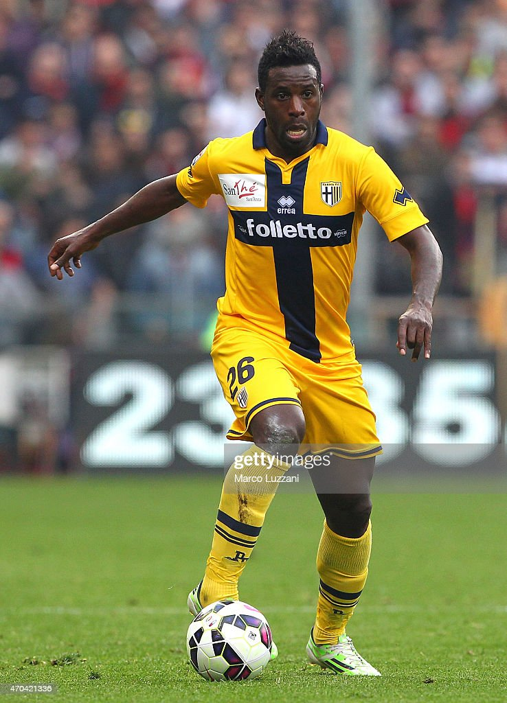 <a gi-track='captionPersonalityLinkClicked' href=/galleries/search?phrase=Silvestre+Varela&family=editorial&specificpeople=607288 ng-click='$event.stopPropagation()'>Silvestre Varela</a> of Parma FC in action during the Serie A match between Genoa CFC and Parma FC at Stadio Luigi Ferraris on April 15, 2015 in Genoa, Italy.