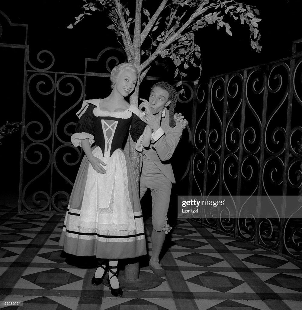 silvia monfort and daniel sorano in le mariage de figaro of beaumarchais production - Piece De Theatre Le Mariage De Figaro