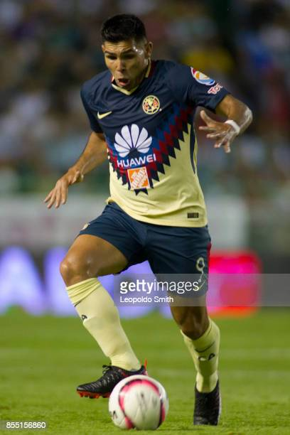 Silvio Romero of America in action during the 11th round match between Leon and America as part of the Torneo Apertura 2017 Liga MX at Leon Stadium...