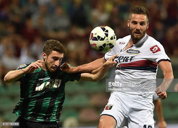Sime Vrsaljko of Sassuolo and Leonardo Pavoletti of Genoa in action during the Serie A match between US Sassuolo Calcio and Genoa CFC at Mapei...