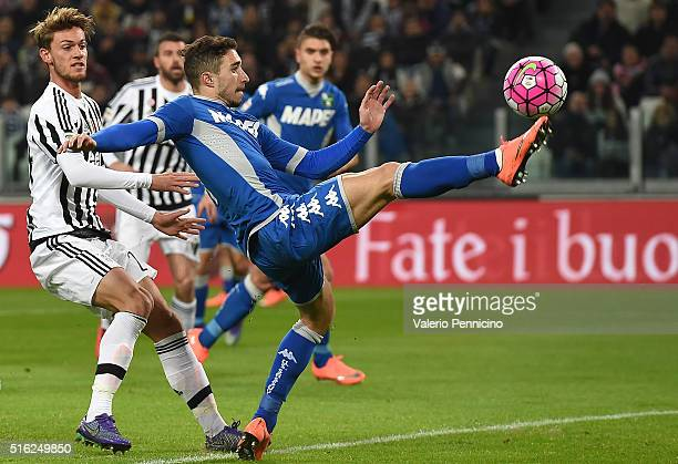 Sime Vrsaljko of US Sassuolo Calcio controls the ball against Daniele Rugani of Juventus FC during the Serie A match between Juventus FC and US...