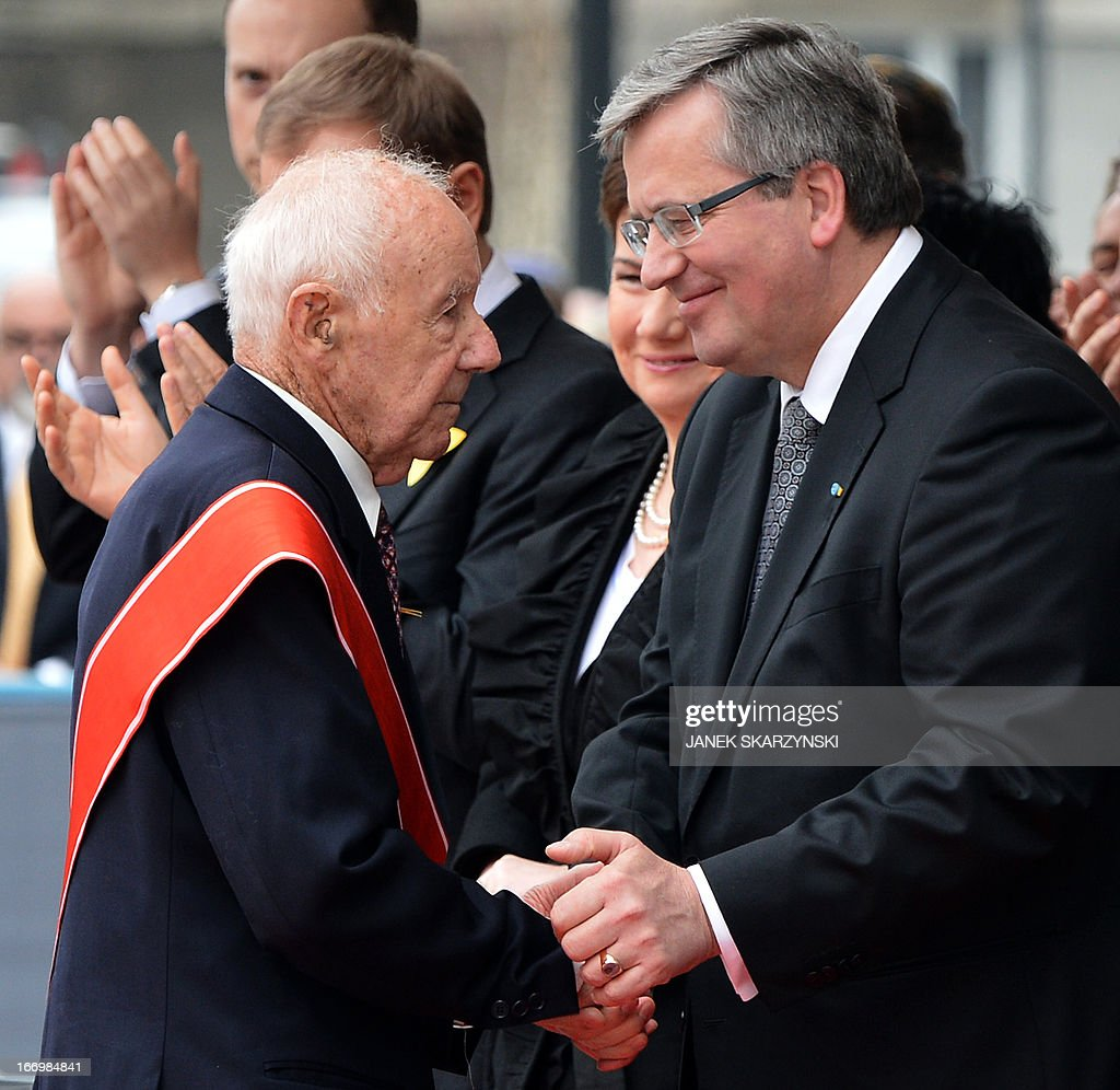 Simha 'Kazik' Rotem (L), one of the last living survivors of the Warsaw Ghetto insurgents shakes hands with Polish President Bronislaw Komorowski (R) in front of the Warsaw Ghetto Uprising monument, during the ceremonies held 70 years to the day of the ghetto uprising against the Nazi Germany in Warsaw on April 19, 2013. SKARZYNSKI
