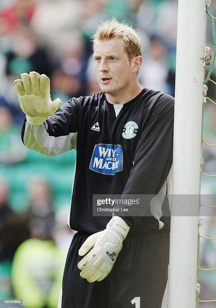 Simon Brown of Hibernian in action during the Bank of Scotland Scottish Premier League match between Hibernian and Rangers at Easter Road Stadium on May 22, 2005 in Edinburgh, Scotland.