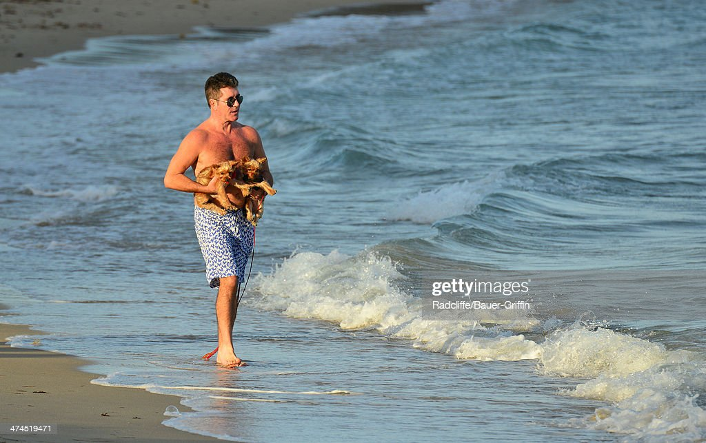 <a gi-track='captionPersonalityLinkClicked' href=/galleries/search?phrase=Simon+Cowell&family=editorial&specificpeople=203007 ng-click='$event.stopPropagation()'>Simon Cowell</a> is seen walking his dogs at the beach on February 23, 2014 in Miami, Florida.