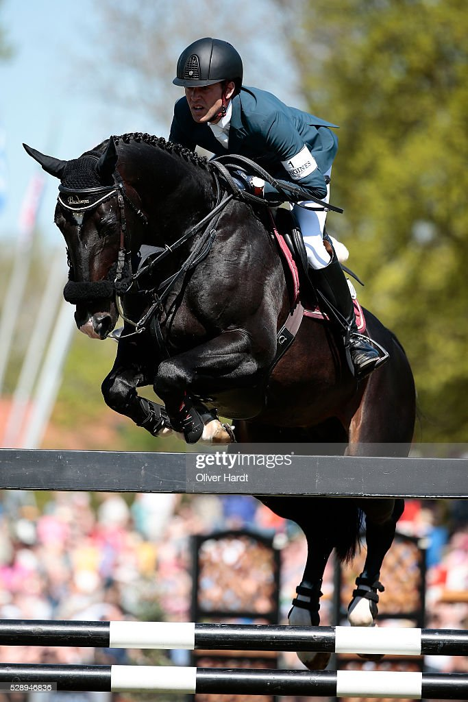 <a gi-track='captionPersonalityLinkClicked' href=/galleries/search?phrase=Simon+Delestre&family=editorial&specificpeople=2331561 ng-click='$event.stopPropagation()'>Simon Delestre</a> of France riding Qlassic Bois Margot during the Global Champions Tour Grand Prix of Hamburg on May 7, 2016 in Hamburg, Germany.