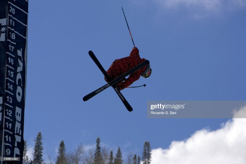 <a gi-track='captionPersonalityLinkClicked' href=/galleries/search?phrase=Simon+Dumont&family=editorial&specificpeople=221236 ng-click='$event.stopPropagation()'>Simon Dumont</a> flying high in the Skiing Superpipe Men's Prelims.