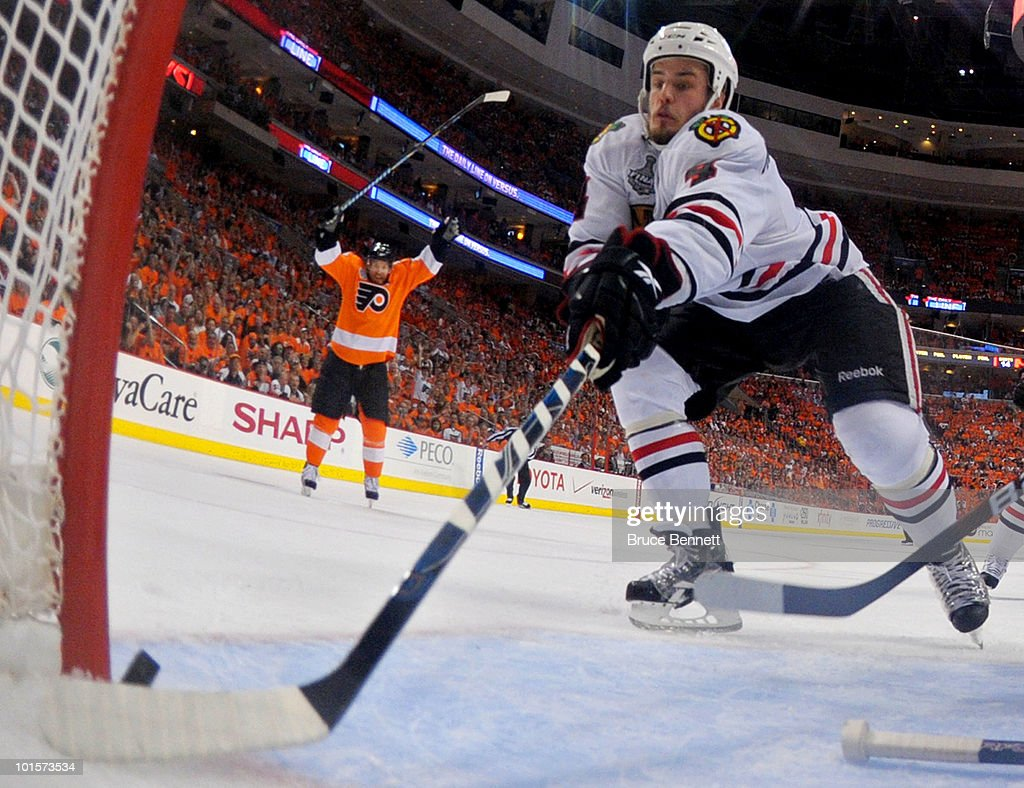 Stanley Cup Finals - Chicago Blackhawks v Philadelphia Flyers - Game Three