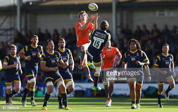 Simon Hammersley of Newcastle challenges for a high ball with Jamie Shillcock of Worcester during the Aviva Premiership match between Worcester...