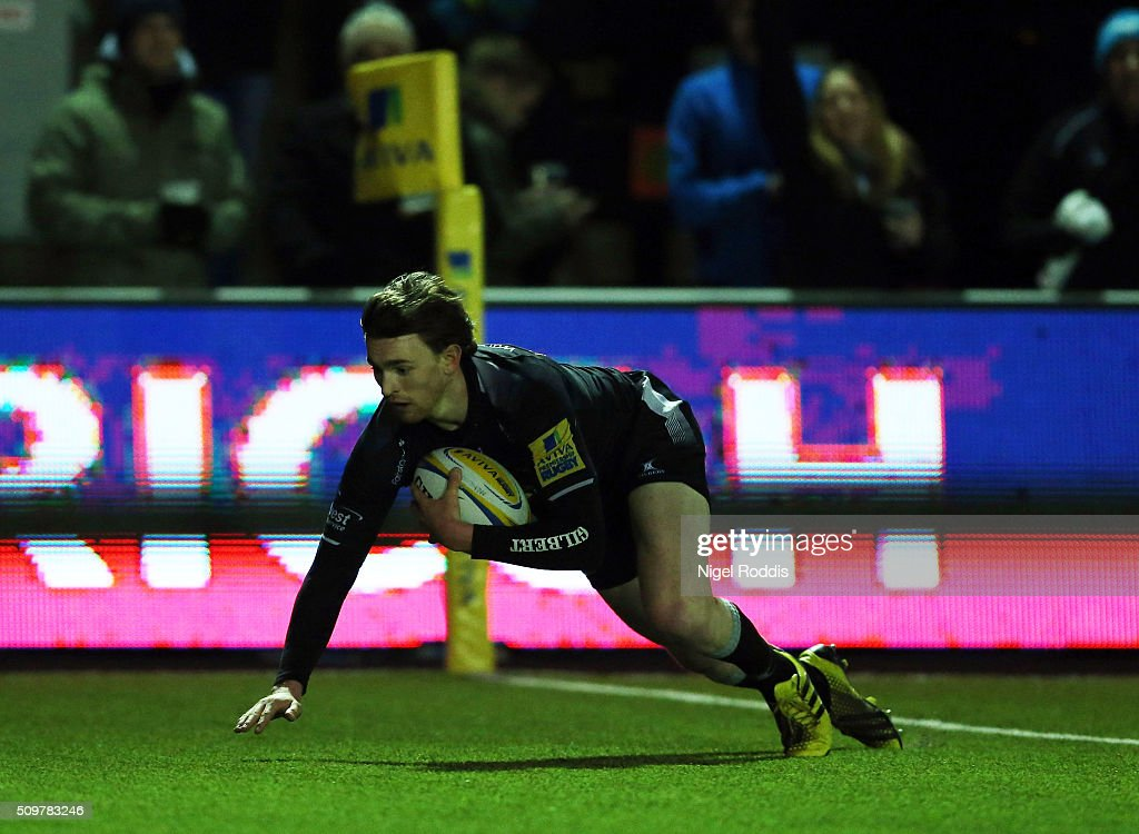 Simon Hammersley of Newcastle Falcons scores a try during the Aviva Premiership match between Newcastle Falcons and Leicester Tigers at