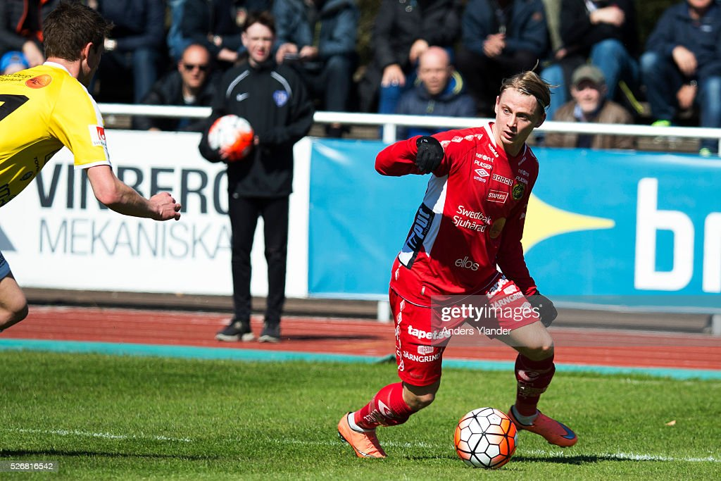 Simon Hedlund of IF Elfsborg controls the ball during the Allsvenskan match between Falkenbergs FF and IF Elfsborg at Falkenbergs IP on May 1, 2016 in Falkenberg, Sweden.