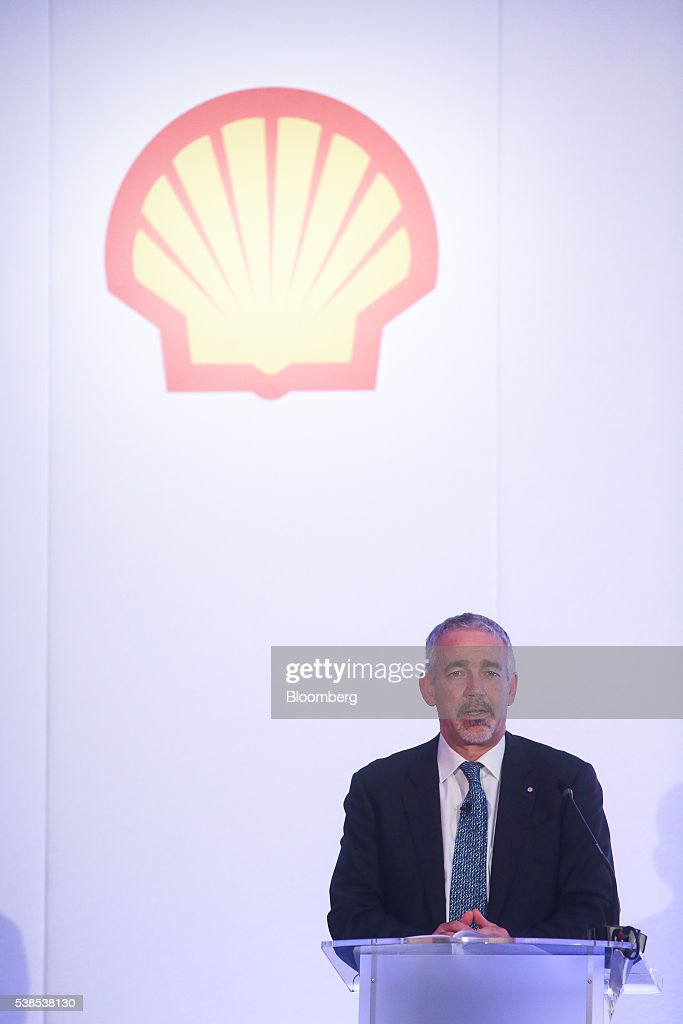 financial analysis for royal dutch shell Financial statements for royal dutch shell plc adr cl a  fiscal yr ends  december 31, no of analysts 7  p/e ratio (including extraordinary items) 1478.