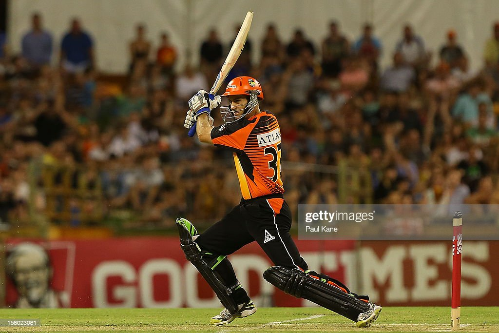 Simon Katich of the Scorchers bats during the Big Bash League match between the Perth Scorchers and Adelaide Strikers at WACA on December 9, 2012 in Perth, Australia.