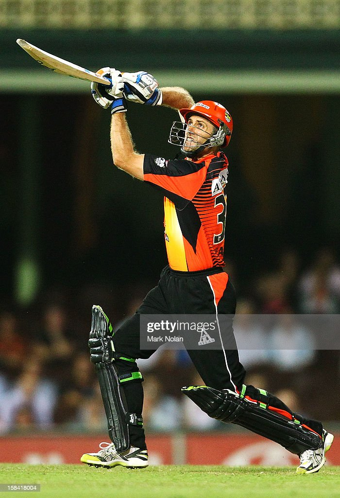 Simon Katich of the Scorchers bats during the Big Bash League match between the Sydney Sixers and the Perth Scorchers at SCG on December 16, 2012 in Sydney, Australia.