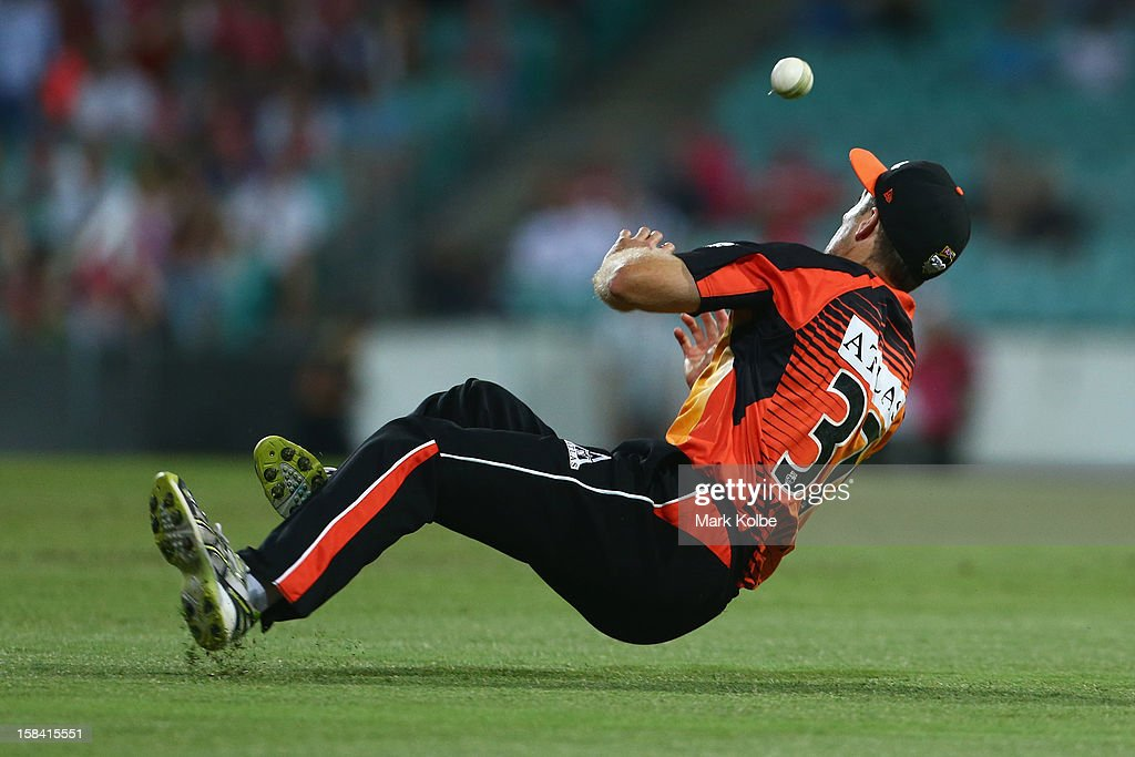 Simon Katich of the Scorchers drops a catch during the Big Bash League match between the Sydney Sixers and the Perth Scorchers at SCG on December 16, 2012 in Sydney, Australia.