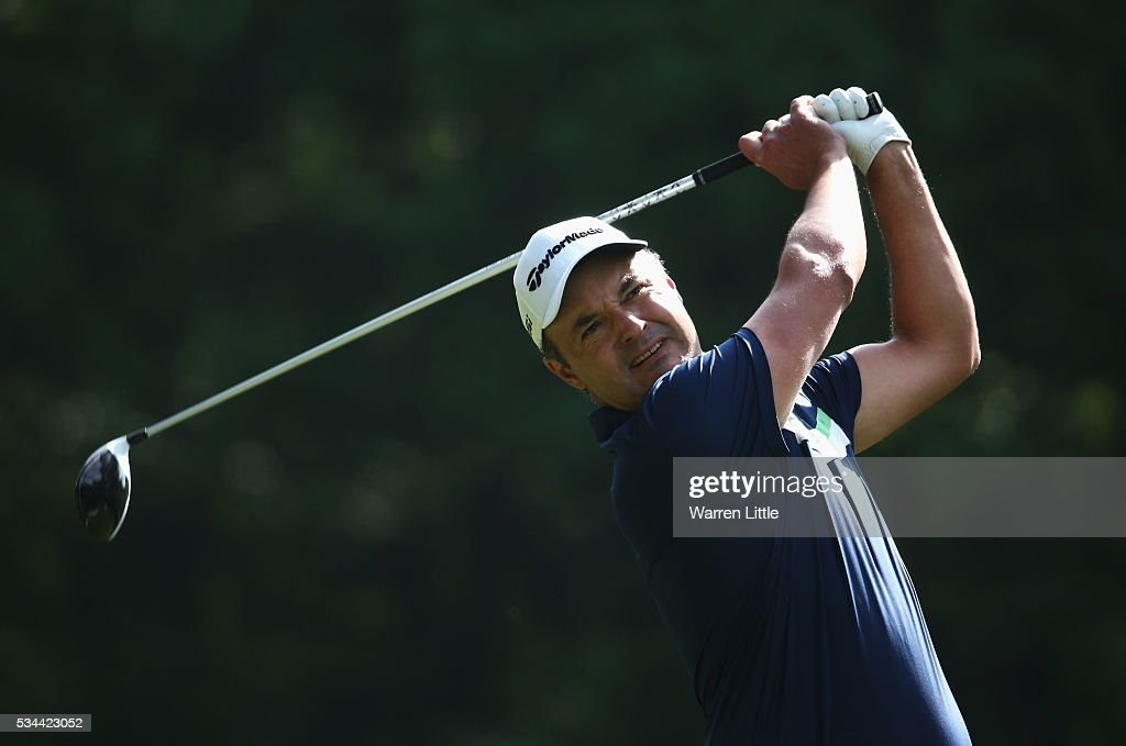 <a gi-track='captionPersonalityLinkClicked' href=/galleries/search?phrase=Simon+Khan&family=editorial&specificpeople=215124 ng-click='$event.stopPropagation()'>Simon Khan</a> tees off on the 3rd hole during day one of the BMW PGA Championship at Wentworth on May 26, 2016 in Virginia Water, England.
