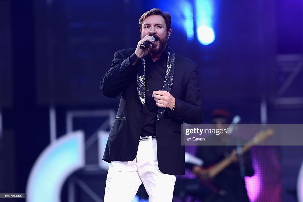 <a gi-track='captionPersonalityLinkClicked' href=/galleries/search?phrase=Simon+Le+Bon&family=editorial&specificpeople=160698 ng-click='$event.stopPropagation()'>Simon Le Bon</a> performs on stage at the 'Chime For Change: The Sound Of Change Live' Concert at Twickenham Stadium on June 1, 2013 in London, England. Chime For Change is a global campaign for girls' and women's empowerment founded by Gucci with a founding committee comprised of Gucci Creative Director Frida Giannini, Salma Hayek Pinault and Beyonce Knowles-Carter.