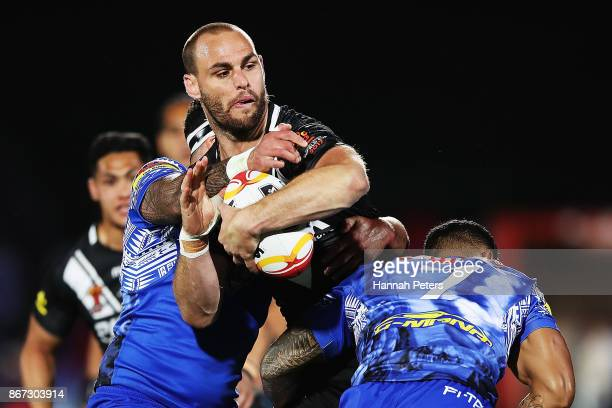 Simon Mannering of the Kiwis charges forward during the 2017 Rugby League World Cup match between the New Zealand Kiwis and Samoa at Mt Smart Stadium...