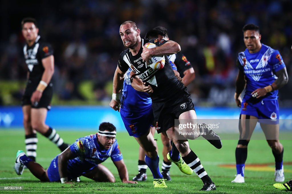 Simon Mannering of the Kiwis charges forward during the 2017 Rugby League World Cup match between the New Zealand Kiwis and Samoa at Mt Smart Stadium on October 28, 2017 in Auckland, New Zealand.
