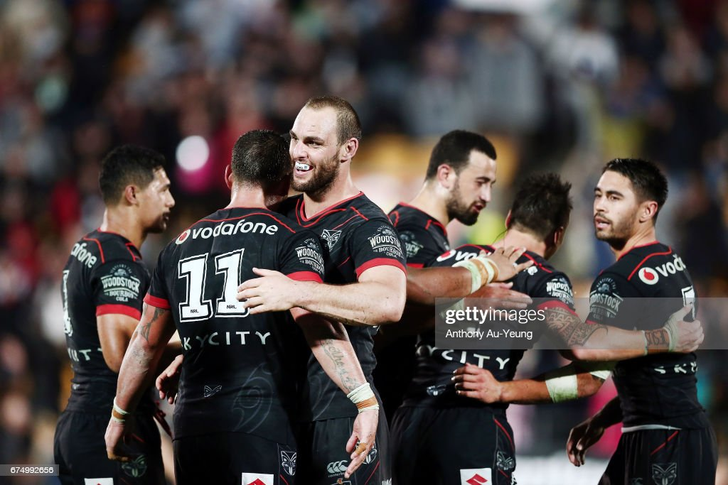 Simon Mannering of the Warriors celebrates with the team after winning the round nine NRL match between the New Zealand Warriors and the Sydney Roosters at Mt Smart Stadium on April 30, 2017 in Auckland, New Zealand.