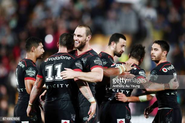Simon Mannering of the Warriors celebrates with the team after winning the round nine NRL match between the New Zealand Warriors and the Sydney...