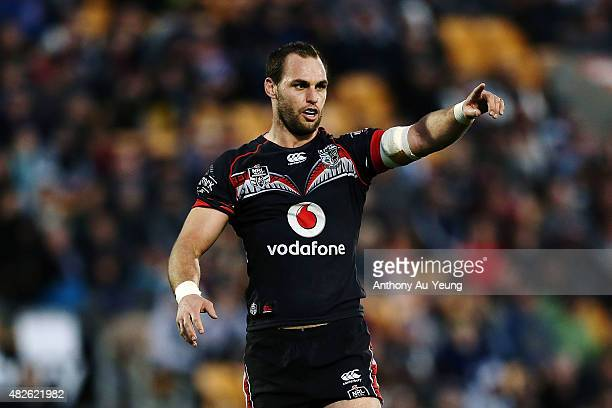 Simon Mannering of the Warriors directs his team during the round 21 NRL match between the New Zealand Warriors and the Cronulla Sharks at Mt Smart...
