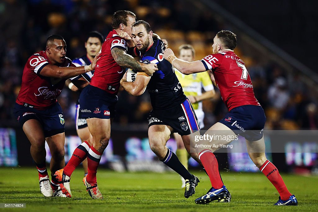 Simon Mannering of the Warriors on the charge against Jake Friend of the Roosters during the round 15 NRL match between the New Zealand Warriors and the Sydney Roosters at Mt Smart Stadium on June 19, 2016 in Auckland, New Zealand.