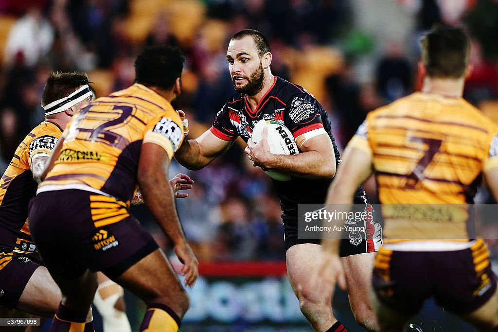 Simon Mannering of the Warriors on the charge during the round 13 NRL match between the New Zealand Warriors and the Brisbane Broncos at Mt Smart Stadium on June 4, 2016 in Auckland, New Zealand.