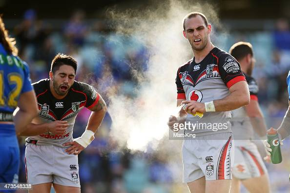 Simon Mannering of the Warriors sprays his hands as Shaun Johnson shows discomfort during the round 10 NRL match between the Parramatta Eels and the...