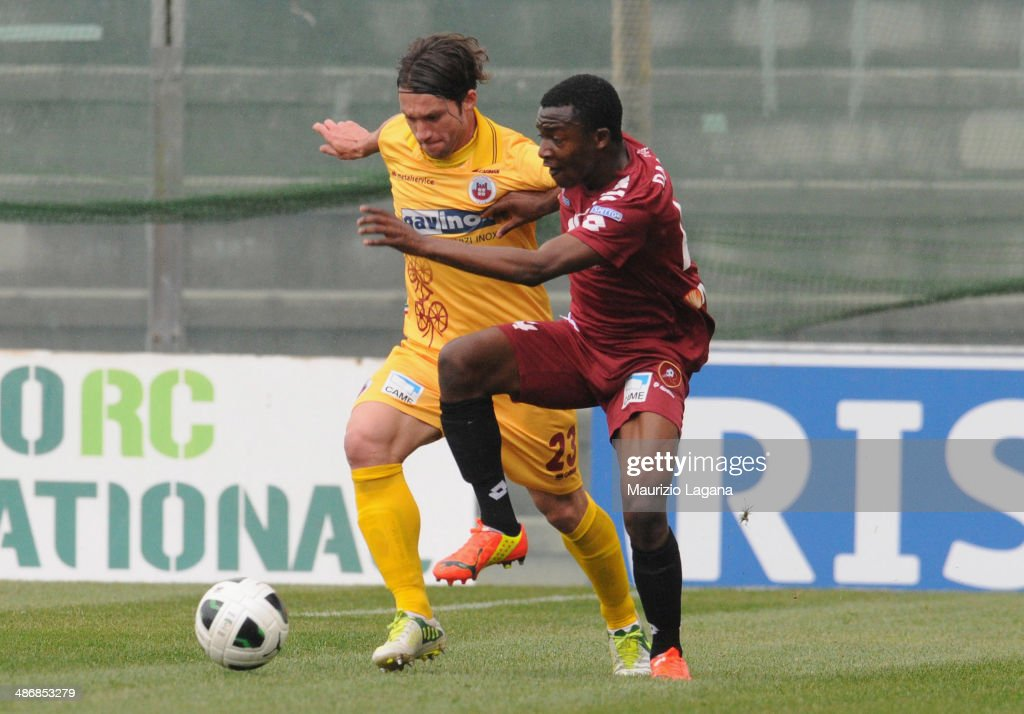 Simon Pambou of Reggina competes for the ball with Andrea Paolucci of Cittadella during the Serie B match between Reggina Calcio and AS Cittadella on...