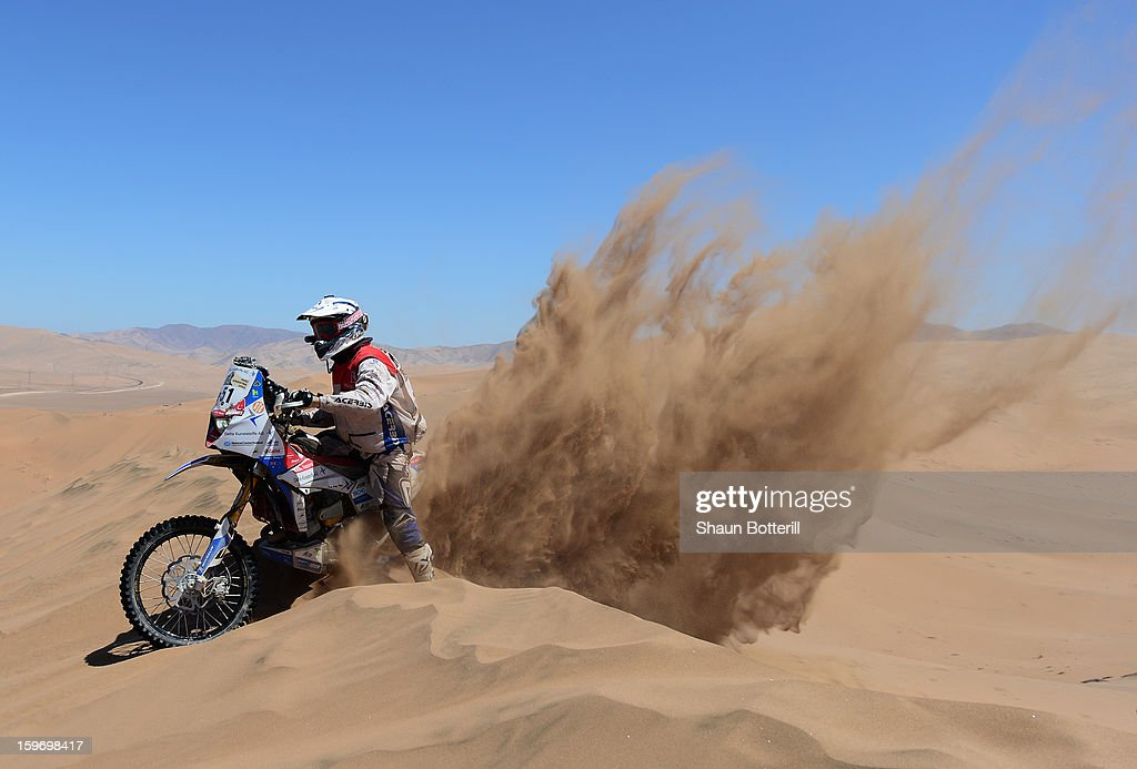 Simon Pavey of team Delta Kunstaffe Husqvarna UK competes in stage 13 from Copiapo to La Serena during the 2013 Dakar Rally on January 18 in Copiapo, Argentina.