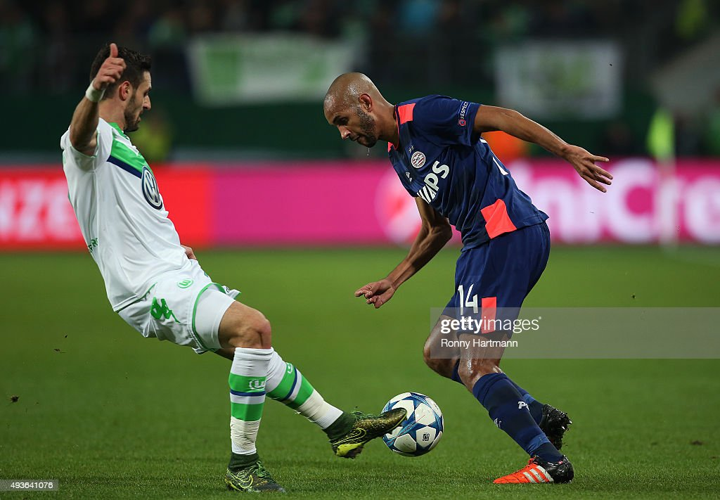 Simon Poulsen (R) of Eindhoven vies with Daniel Caligiuri (L) of Wolfsburg during the UEFA Champions League Group B match between VfL Wolfsburg and PSV Eindhoven at Volkswagen Arena on October 21, 2015 in Wolfsburg, Germany.