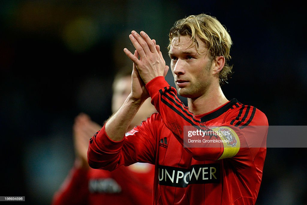 <a gi-track='captionPersonalityLinkClicked' href=/galleries/search?phrase=Simon+Rolfes&family=editorial&specificpeople=635100 ng-click='$event.stopPropagation()'>Simon Rolfes</a> of Leverkusen celebrates after the Bundesliga match between TSG 1899 Hoffenheim and Bayer 04 Leverkusen at Rhein-Neckar-Arena on November 25, 2012 in Sinsheim, Germany.