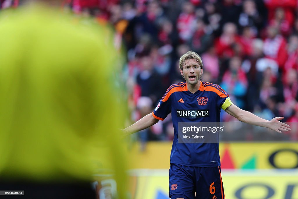 Simon Rolfes of Leverkusen gestures to the assistant referee after a penalty whistle during the Bundesliga match between 1. FSV Mainz 05 and Bayer 04 Leverkusen at Coface Arena on March 9, 2013 in Mainz, Germany.