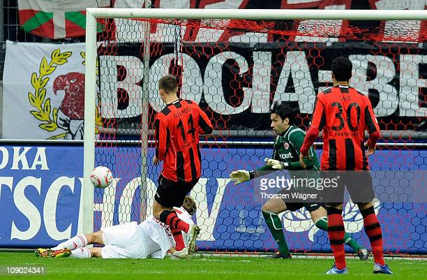 Simon Rolfes of Leverkusen scores his teams first goal during the Bundesliga match between Eintracht Frankfurt and Bayer 04 Leverkusen at Commerzbank...